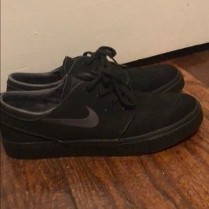 Nike low-top shoes